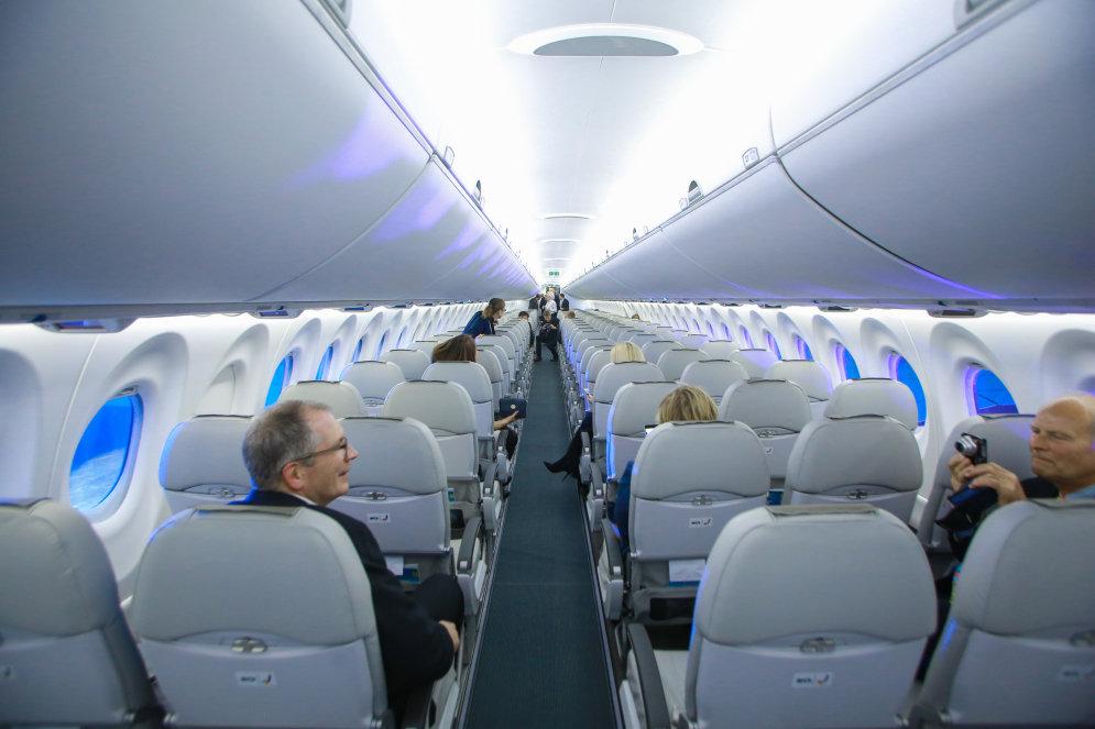 Салон Bombardier CS300
