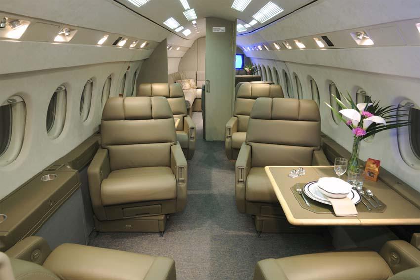 Салон Dassault Falcon